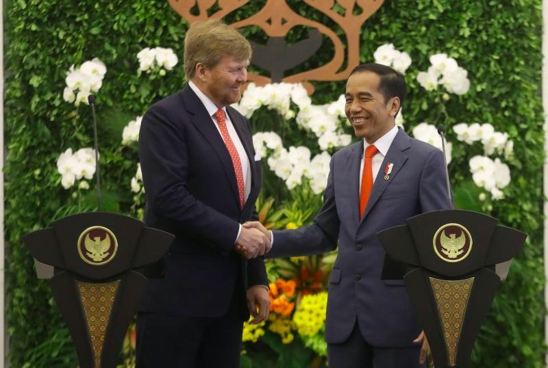 Raja Belanda Willem-Alexander bersama Presiden Joko Widodo di Istana Bogor, Selasa, 10 Maret 2020. Foto: AFP