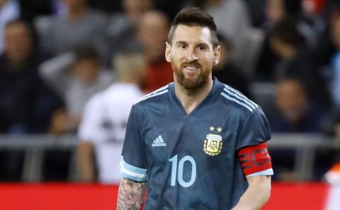 Perawat Pasien Korona Dapat Kejutan dari Lionel Messi