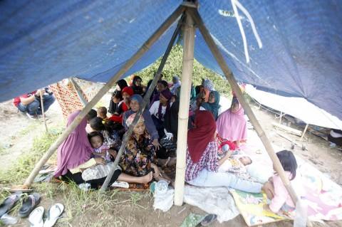 Korban Gempa di Pamijahan Bogor Bertahan di Tenda Darurat
