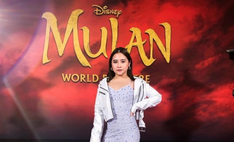 Prilly Latuconsina Hadiri World Premiere Film Mulan