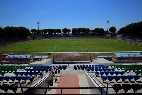 Rumput Lapangan 10 November akan Diganti Sesuai Standar FIFA
