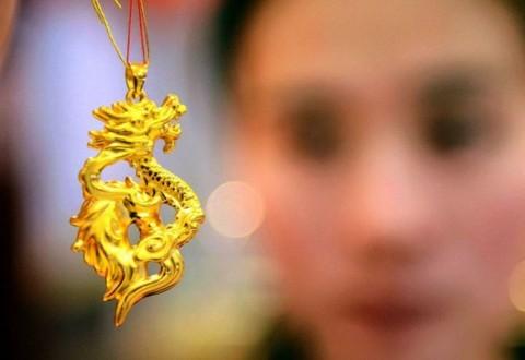 Ditinggal Investor, Kilau Emas Dunia Terus Memudar