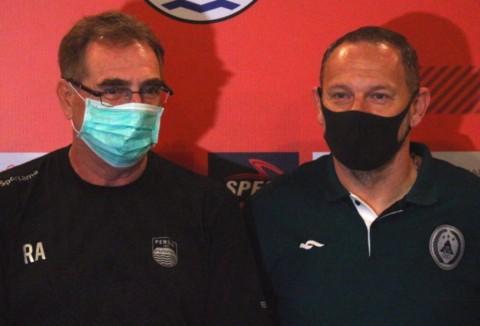 Pelatih Persib dan PSS Angkat Bicara soal Virus Korona