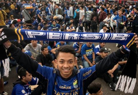 Persib vs PSS Sleman Tetap Dihadiri Penonton
