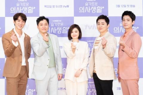 Cerita Sutradara tentang Serial Netflix Korea Hospital Playlist