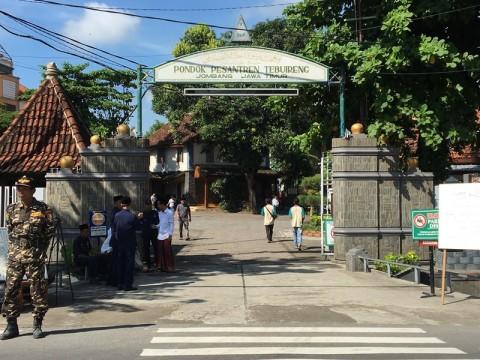 Kompleks Pemakaman Pondok Pesantren Tebuireng Ditutup