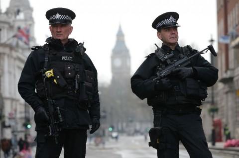 Polisi Inggris Diberi Wewenang untuk Tangkap Pengidap Korona