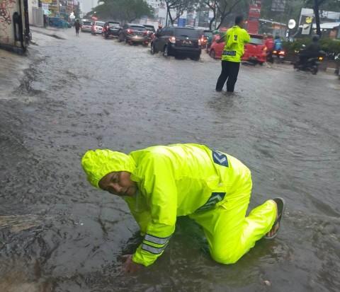 Hujan Deras Sempat Rendam Jalan Margonda Depok