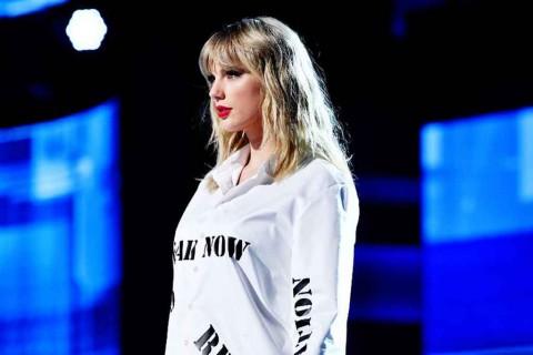 Taylor Swift Belajar Isolasi Diri dari Kucing