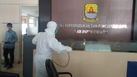 Kantor Pelayanan Publik di Cirebon Disemprot Disinfektan