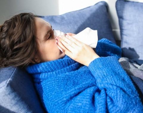 Cara Bedakan Gejala Covid-19 dengan Flu Biasa