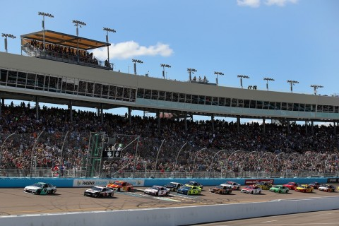 Balapan NASCAR Ditunda karena Virus Korona