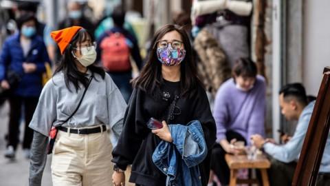 Hutama Karya Bagikan Masker Gratis untuk Warga Tangsel