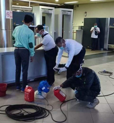 Bandara Hang Nadim Disemprot Disinfektan Respons Covid-19