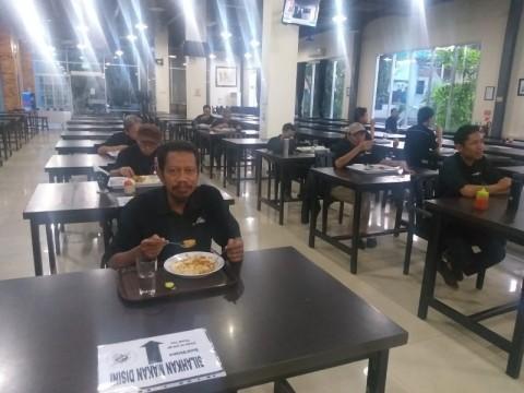 Media Cafe Terapkan Makan ala Social Distancing