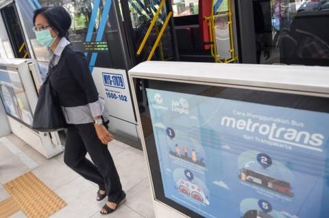 TransJakarta Setop Transaksi Tunai Isi Ulang Uang Elektronik