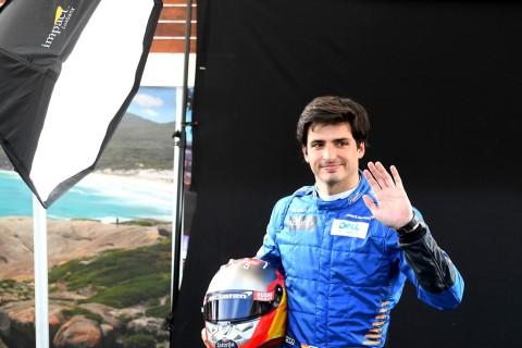 Pebalap McLaren Carlos Sainz Negatif Korona