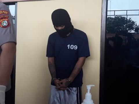 Pengamen Pembunuh Rekan Gigit Polisi saat Ditangkap