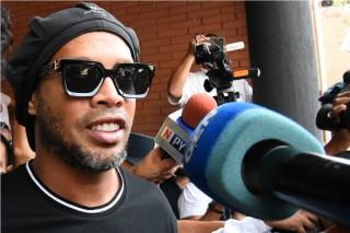 Ronaldinho Tetap Tersenyum di Penjara Paraguay