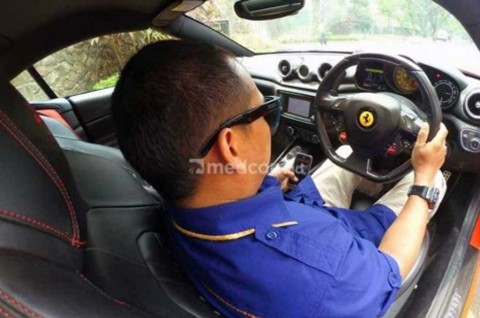 Trik Pintar Mengemudi Mobil ala Profesional