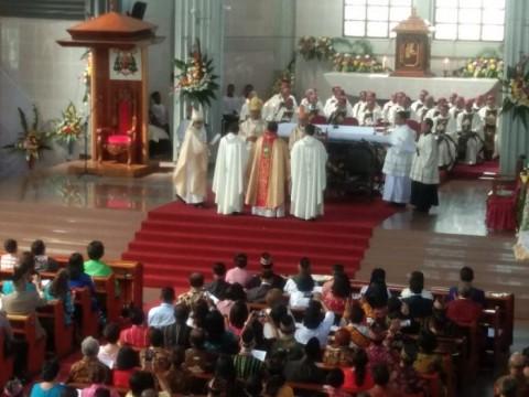 Diminta Ditunda, Penahbisan Uskup Ruteng Tetap Berjalan