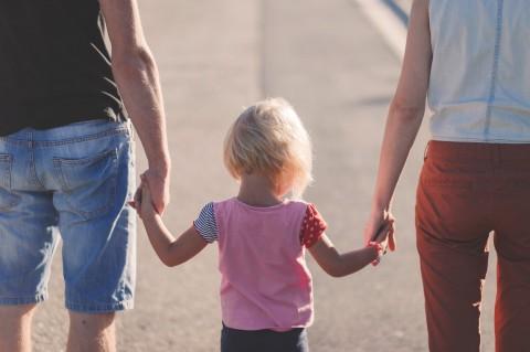Memanjakan Anak Bukan Satu-satunya Cara Tunjukan Sayang