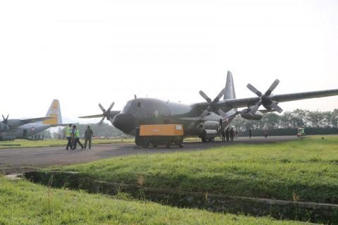 Pesawat Militer Diberangkatkan Angkut Alat Medis