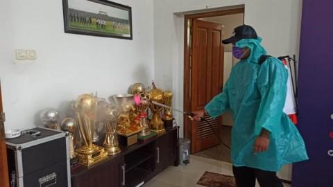 Antisipasi Korona, Arema FC Semprot Desinfektan di Mess Pemain