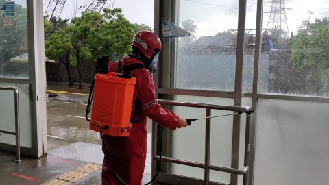 Jalan Protokol di Jakut Disemprot Disinfektan