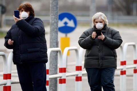 Rusia Gunakan Ponsel Lacak Interaksi Pasien Korona