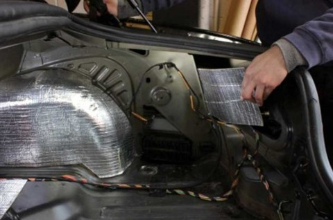 Trik Memasang Peredam Suara Mobil ala Daihatsu