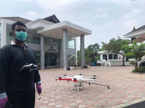 <i>Drone</i> Buatan UMM Semprot Disinfektan dari Udara
