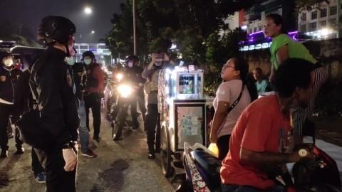 Polisi Sisir Kerumunan Warga di Jakarta Utara