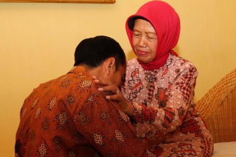Istana Pastikan Mendiang Ibunda Jokowi Tidak Terpapar Covid-19