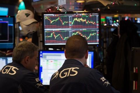 Wall Street Bervariasi di Tengah Antisipasi Paket Stimulus