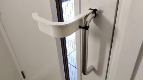 Desain Pegangan Pintu 'Bebas Tangan'