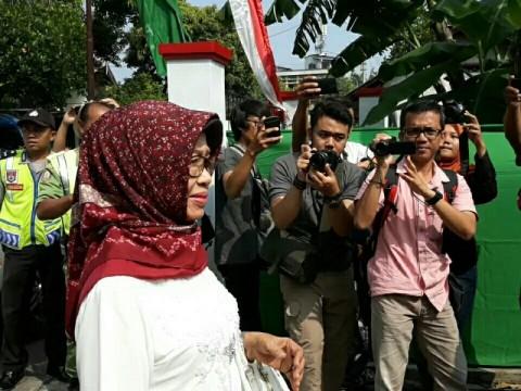 Bogor Residents Grieve over Passing of President Jokowi's Mother