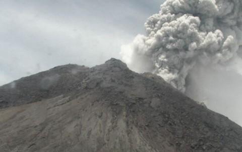 Erupsi, Gunung Merapi Semburkan Kolom Abu Setinggi 5 Km