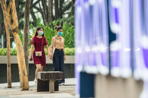 Di Singapura, Berdiri Terlalu Dekat Dihukum 6 Bulan Penjara