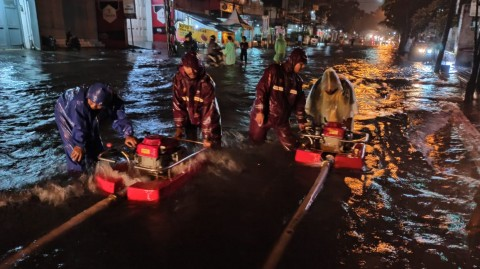 Bandung Dikepung Banjir Setelah Hujan Deras