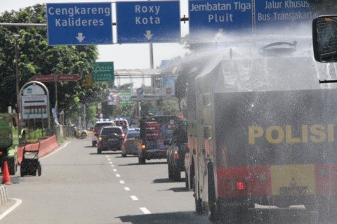 Kepolisian Desinfeksi Sejumlah Titik di Jakarta Barat