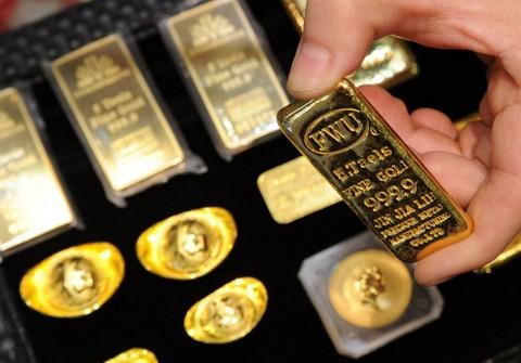 Ditekan Dolas AS, Harga Emas Dunia Anjlok