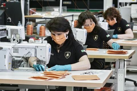 Lamborghini Produksi Masker, Berapa Harganya?