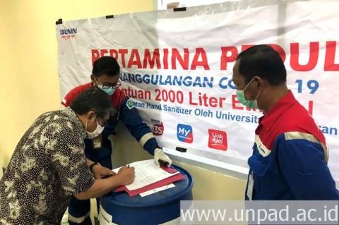 Unpad Terima Bantuan Bahan Baku Produksi <i>Hand Sanitizer</i>