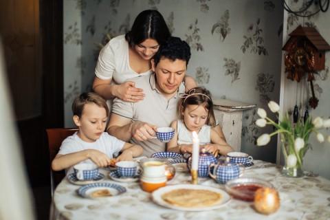 Beragam Manfaat Menerapkan Stay at Home untuk Keluarga