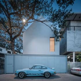 Basic House, Hunian Minimalis Kolektor Mobil
