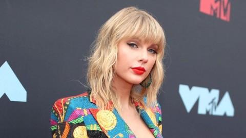 Taylor Swift Diam-diam Biayai Karyawan Toko Kaset selama Korona