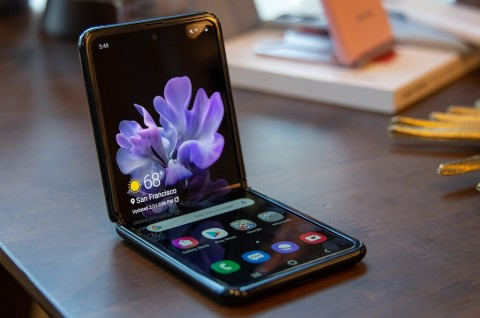 Divisi Mobile Samsung Rancang Kaca Fleksibel?