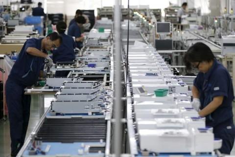 Industri Potong Gaji Karyawan Demi Bertahan dari Covid-19