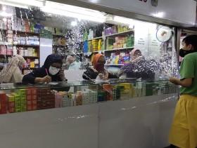 Toko Obat Pasar Baru Terapkan Jaga Jarak